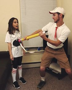 Doodlebob Halloween costume couple Sully Halloween Costume, Mean Girls Halloween, Sully Costume, Funny Couple Halloween Costumes, Diy Couples Costumes, Cute Costumes, Halloween Outfits, Halloween Disfraces, Refashioning Clothes