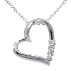 Modische Halskette aus Weiß-Gold. Der Anhänger ist in Herz Form gearbeitet und mit 3 weissen Brillanten in Krappen ausgefasst.Die Anker-Halskette wird mit einem Karabinerverschluss geschlossen. Wertvollen Diamantschmuck und Halsschmuck günstig im Schmuck shop online bekommen Sie zum Valentinstag bei www.jewels24.de Ein Herz ist Symbol der Liebe und am Valentienstag ideales Geschenk.  #kette #valentinstag #jewels24 #geschenk #schmuck