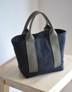 ☆ Your color difference, a bit strange size change ›… Sacs Tote Bags, Diy Tote Bag, Fabric Purses, Fabric Bags, Sac Week End, Waxed Canvas Bag, Denim Handbags, Linen Bag, Bag Patterns To Sew