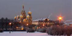 Fundada por Pedro o Grande em 1703, estava escrito que São Petersburgo, Património Mundial da Unesco, seria edificada para rivalizar com as mais belas cidades do planeta, refletindo a glória dos czares e do império russo.