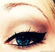 Wish I could do my eyeliner this good!