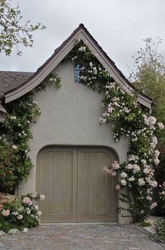 Stucco color and trim Climbing roses make everything enchanting and magical! This looks like it would be attached to a fairy tail cottage! Soften the exterior with climbing roses Beautiful Gardens, Beautiful Homes, Beautiful Flowers, Pretty Roses, Rare Flowers, House Beautiful, Dream Garden, Home And Garden, English Country Cottages