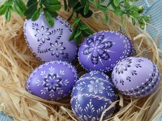 Set of 5 Easter Eggs in Purple, Decorated Chicken Eggs, Wax-Embossed Polish Pysanky, Kraslice Cute Easter Bunny, Happy Easter, Egg Crafts, Easter Crafts, Art D'oeuf, Polish Easter, Magazine Deco, Egg Tree, Easter Egg Designs