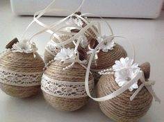 Christmas baubles - Jute,lace pearls and acorn caps. Rustic Christmas Ornaments, Christmas Tree Baubles, Christmas Porch, Christmas Balls, Natural Christmas, Homemade Christmas, Quilling Christmas, Handmade Decorations, Jute