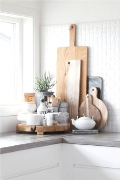More ideas: DIY Rustic Kitchen Decor Accessories Marble Kitchen Accessories Ideas Farmhouse Kitchen Storage Accessories Modern Kitchen Photography Accessories Cute Copper Kitchen Gadgets Accessories Modern Farmhouse Kitchens, Farmhouse Kitchen Decor, Home Decor Kitchen, Cool Kitchens, Kitchen Ideas, Farmhouse Style, Farmhouse Design, Country Kitchen, Kitchen Modern