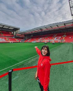 Anfield , Liverpool supporter , Thai actress @ Noona Football Fans, Liverpool Fc, Rain Jacket, Windbreaker, Actresses, Angel, Women, Fashion, Female Actresses