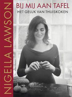 """""""Zelf vind ik de kookboeken van Nigella Lawson altijd heerlijke en toegankelijke kookboeken. Ook Bij mij aan tafel vind ik een écht Nigella Lawson boek. Als je houdt van niet al te moeilijke gerechten die je thuis zelf makkelijk kan maken dan is Bij mij aan tafel een echte aanrader."""""""