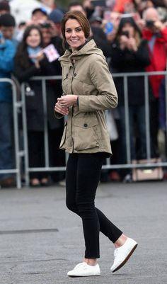 Alle wollen Kates Looks shoppen! Und diese Schuhe von der Herzogin kosten nur rund 60 Euro.
