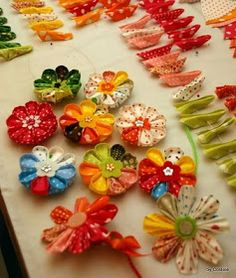 Rox's world of quilts: How to make a kanzashi flower. Very detailed photo tutorial on these pretty fabric flowers. #fabric #flowers #tutorial