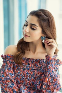 Maya Ali Biography is full of amazing performances she's given so far. The lady has no doubt conquered the Pakistani industry with her blockbuster dramas. Pakistani Makeup, Pakistani Girl, Pakistani Actress, Pakistani Dramas, Cute Celebrities, Celebs, Muslim Women Fashion, Maya Ali, Flawless Beauty