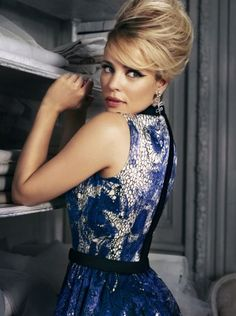 rachel mcadams is so timelessly beautiful. No matter what she wears, how she changes her look, she's simply beautiful.