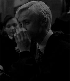 Find images and videos about gif, harry potter and draco malfoy on We Heart It - the app to get lost in what you love. Draco Harry Potter, Mundo Harry Potter, Harry Potter Tumblr, Harry Potter Pictures, Harry Potter Characters, Drarry, Dramione, Hermione Granger, Draco And Hermione