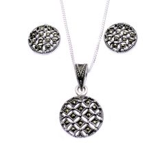 An elegant eye catching jewellery set with swiss marcasite on 925 sterling silver settings.