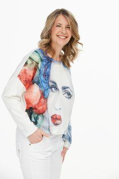 """Modern geschnittenes Jersey-Shirt ! Moderne lässige Passform mit leichten Fledermaus-Ärmeln und Rundhals-Ausschnitt. Angenehmer leichter und fließender Tragekomfort. Einfach ein """"Must-have"""". Mode von OsteDesign wird in Norddeutschland gefertigt. Jersey Shirt, Tie Dye, Ruffle Blouse, Shirts, Modern, Tops, Fashion, Linen Fabric, Neckline"""
