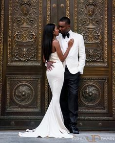 Brides dream about finding the ideal wedding, but for this they need the best bridal gown, with the bridesmaid's dresses actually complimenting the wedding brides dress. Here are a few suggestions on wedding dresses. Wedding Goals, Wedding Pics, Wedding Couples, Dream Wedding, Wedding Day, Wedding Dresses, Perfect Wedding, Black Love Couples, Couple Style