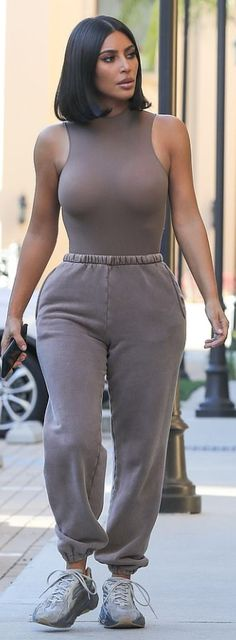 Kim Kardashian Wearing Yeezy — PICS Kim Kardashian Wearing Kanye West's Yeezy Line: Photos – Hollywood Life Kourtney Kardashian, Looks Kim Kardashian, Estilo Kardashian, Kardashian Style, Kardashian Jenner, Kim Kardashian Yeezy, Kim Kardashian Clothes, Kim Kardashian Photoshoot, Kardashian Nails