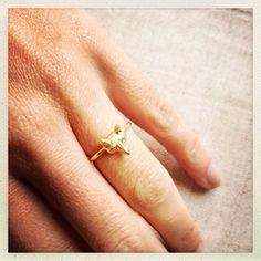 Cara Fox ring in gold on martefrisnes.com