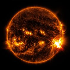Space weather updates on solar activity: Sunspot numbers on the Sun solar flare Cosmos, Sun Solar, Solar Energy, Solar Power, Eclipse Photography, Foto Fantasy, Solar Activity, Solar Panel Cost, Space And Astronomy