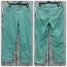 """Crop jeans Straight leg, modern fit. 98% cotton 2% spandex.  Next to new, only flaw is shown in 3rd pic but it's on inside and can't be seen while wearing.  Inseam is 26"""". Mint color. Apt. 9 Jeans Ankle & Cropped"""