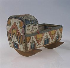 berceau en épines de Porc-épic, les Premières nations Mi'kmaq, 1875 - cèdre, écorce de bouleau, plume de porc-épic, racine d'épinette et de la soie avec des punaises de cuivre. Présenté au Musée du Nouveau-Brunswick.