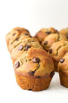 Estos muffins veganos con chips de chocolate son los muffis más ricos que he probado nunca, además, son mucho más sanos y ligeros.