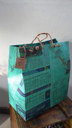 Bolsão charge #GATOMALOKO Reutilização de jornal.