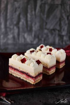 Kirsch Cheesecake Schnitten – MaLu's Köstlichkeiten – Famous Last Words Cakes Without Fondant, Cake Recipes, Dessert Recipes, Pastry Recipes, Italian Cookie Recipes, Individual Cakes, Fancy Desserts, Savoury Cake, Savory Pastry