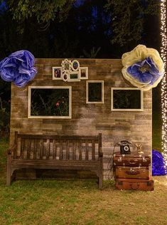lights: bright ideas to set up the location - -Wedding lights: bright ideas to set up the location - - Ideas Fotocall, Tan Wedding, Wedding Night, Royal Blue Cake, Flower Decorations, Wedding Decorations, Coin Photo, Mother's Day Background, Photos Booth