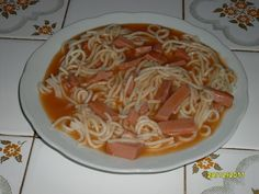 Milánské špagety se salámem. Autor: Lenulinka Spaghetti, Ethnic Recipes, Food, Author, Eten, Meals, Noodle, Diet