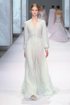 Créée en 2005, la marque Ralph & Russo est composée de Tamara Ralph, élevée auprès de mère et grands-mère qui confectionnaient des vêtements et de Michael Russo, CEO. Très vite le duo s'est fai...