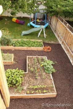 details on building custom raised garden boxes from Remodelaholic.com #garden #buildit