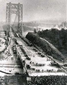 The George Washington Bridge is the busiest motor vehicle bridge in the world. According to the Port Authority of New York . Photo New York, Historia Universal, New York Vacation, Washington Heights, Bergen County, Nyc, Vintage New York, Upstate New York, New Jersey