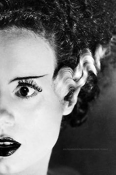 Elsa Lanchester is Bride of Frankenstein Who's ready for Halloween Classic Horror Movies, Horror Films, Classic Films, Horror Art, Halloween Kostüm, Vintage Halloween, Classic Hollywood, Old Hollywood, Dark Side