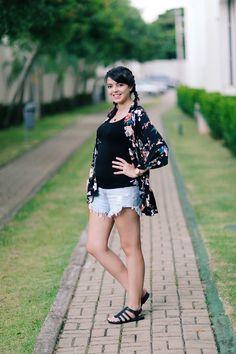 Lia Camargo do Just Lia Quimono: Forever 21 Short jeans: Lança Perfume Regata preta: Uniqlo Sandália: Melissa