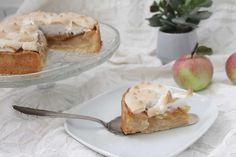 פאי תפוחים ומרנג טבעוני, הגאונות שבטבעונות! Vegan Rosh Hashana, Meringue Pie, Vegan Cake, Camembert Cheese, Apple, Snacks, Desserts, Food, Apple Fruit