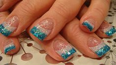 Nail art: december 2009 nails в 2019 г. Christmas Nail Designs, Christmas Nail Art, Xmas Nails, Holiday Nails, Winter Nail Art, Winter Nails, Frozen Nails, Manicure Y Pedicure, Pedicures