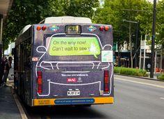 운전중 문자메세지 사용의 위험을 전달하네요^^    호주 자동차 사고위원회에서 진행한 재미있는 캠페인 입니다.  버스의 뒤쪽을 활용해서 운전중 문자메세지 사용이 사고의 위험을 높인다는 것을 전달하고 있습니다~    기업들이 선보인 광고와 비교해서 보시면 재미있을듯 싶네요~    운전중에 스마트폰 사용의 위험을 전달하는 기발한 광고5가지  자세히 보기 : http://postview.co.kr/1137