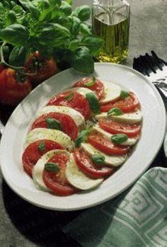 Das Rezept für Tomate mit Mozzarella und Basilikum und weitere kostenlose Rezepte auf LECKER.de