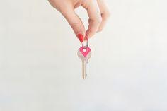 DIY: Coloured Keys: bonnyundkleid.com... do it yourself // schlüssel bemalen
