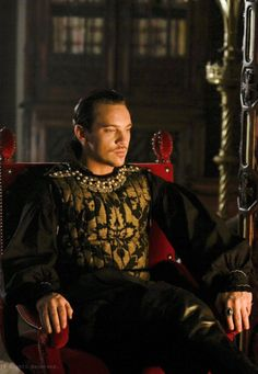 KING HENRY VIII - PLAYED BY JONATHAN RHYS MEYERS / SEASON 3.