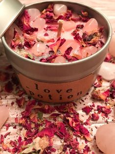 Crystal Candle Botanical CandleSweet pea scented Rose quartz CandleTravel candleCrystal candleGift for her Gemstone and flower candle Homemade Candles, Diy Candles, Soy Wax Candles, Candle Gifts, Candle Jars, Decorative Candles, Luxury Candles, Potpourri, Candle Making