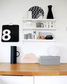 Arne Jacobsen Design Letter Mugs Kitchen Interior, Kitchen Decor, Kitchen Shelves, Kitchen Stuff, String Regal, String Shelf, Massimo Vignelli, Arne Jacobsen, Scandinavian Home
