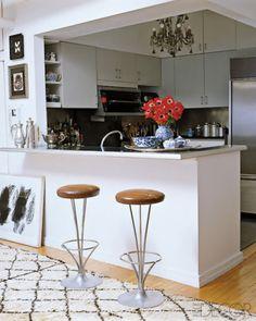 Madeline Weinrib Vintage Moroccan Carpet in Madeline Weinrib's NYC apartment, via Elle Decor; photograph by Simon Upton-- small kitchen inspiration Open Plan Kitchen, New Kitchen, Kitchen Dining, Kitchen Decor, Kitchen Ideas, Dining Room, Loft Kitchen, Kitchen Stools, Kitchen Art