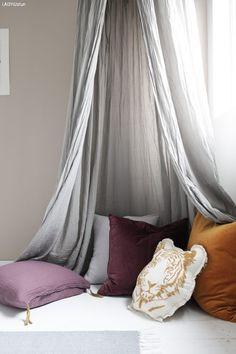 Fra baby – til jenterom Jotun Lady, Skin So Soft, Room Interior, Kids Room, Design Inspiration, Curtains, Throw Pillows, Bedroom, Baby