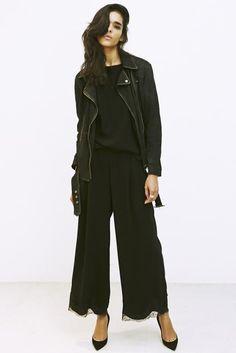 7_2 jacket ¥69,000 tops ¥21,000 pants ¥24,000 shoes ¥89,000 ring ¥48,000 ring 115,000