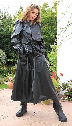 Weather Wear, Wet Weather, Rain Fashion, Rubber Raincoats, Rain Gear, Black Rubber, What To Wear, Lady, Women