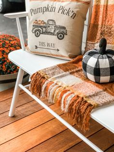 Take a tour of this Farmhouse Fall front porch that is sure to make your guests feel welcomed the second they come to the door. It is the perfect mix of bright colors and neutrals. #farmhouseporch #falldecor #porchdecor #fallporch