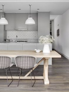 pale+grey+kitchen+white+lights+subway+tile+via+estmagazine.com.au.jpg 736×979 pixels