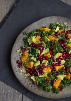 Rezept für einen gesunden Superfood Grünkohl Quinoa Salat mit Süßkartoffeln. Mit Foodreich vegan und glutenfrei kochen und backen.
