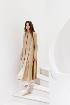 The Row Spring 2017 Ready-to-Wear Collection Photos - Vogue  http://www.vogue.com/fashion-shows/spring-2017-ready-to-wear/row/slideshow/collection#4